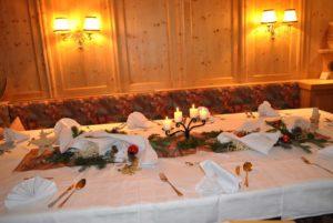 Weihnachtlich gedeckter Tisch Hotel Haid Pitztal