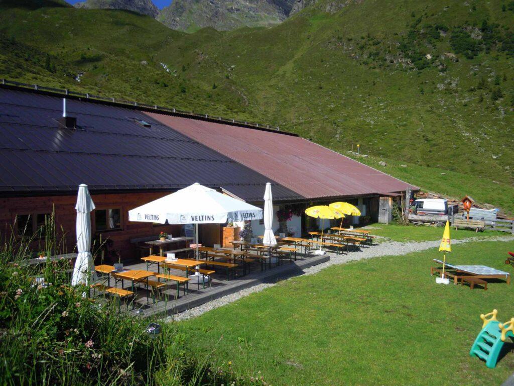 Die Neubergalm mit Terrasse
